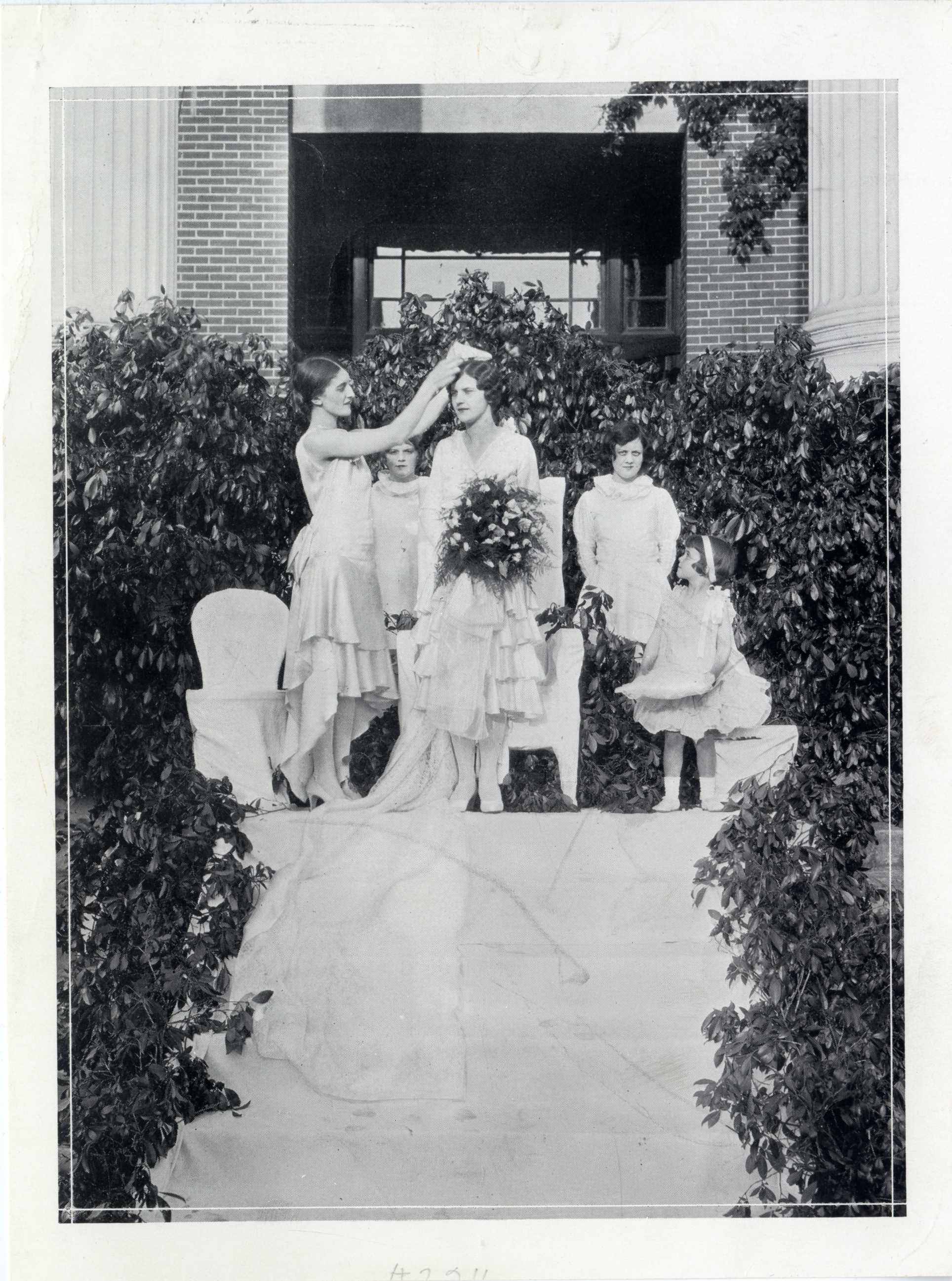 Crowning of May Queen Betty Billingsley, 1929