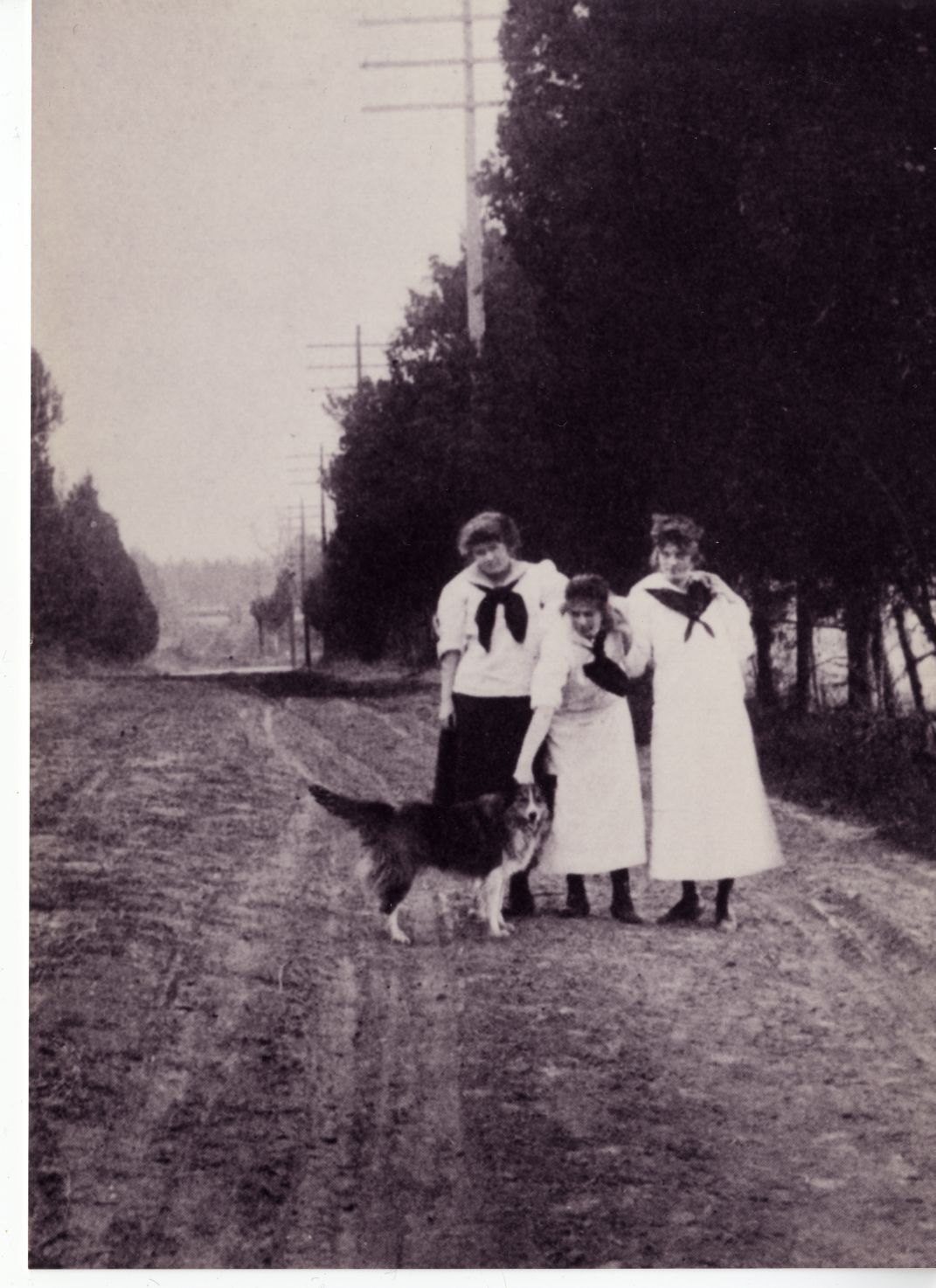 Early 1912 image of Fido with his student friends welcoming all to the State Normal and Industrial School for Women at Fredericksburg (UMW
